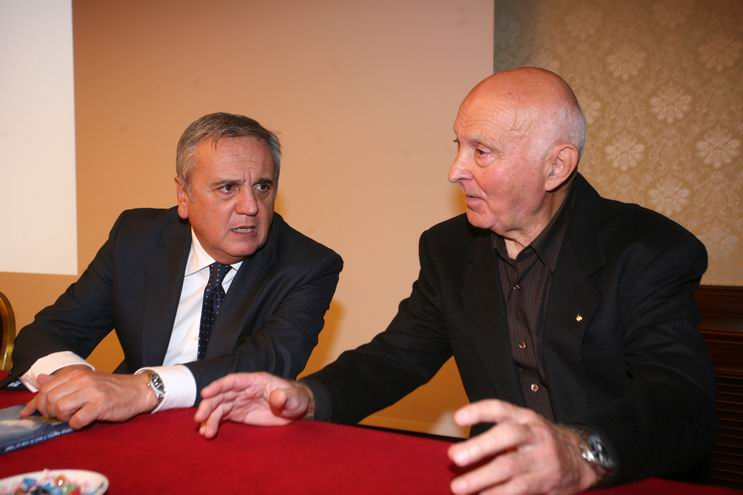 Presentazione del libro al Royal Carlton di Bologna, 16 ottobre 2010: il Ministro del Lavoro e delle Politiche Sociali Maurizio Sacconi a colloquio con Romano Magrini