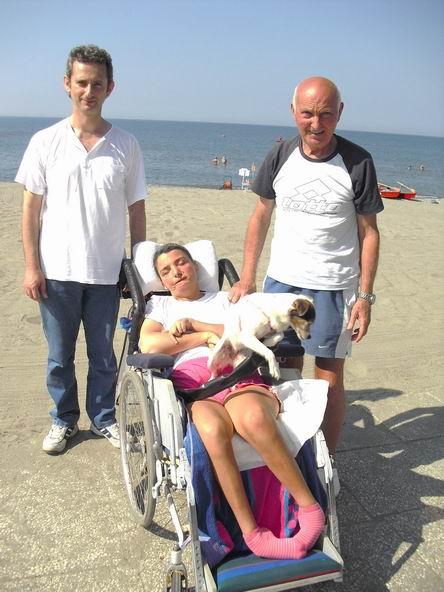 Località balneare di Marinella di Sarzana, La Spezia, 12 agosto 2010: in spiaggia, Cristina, Romano Magrini e Gilberto Baldini volontario di Sarzana