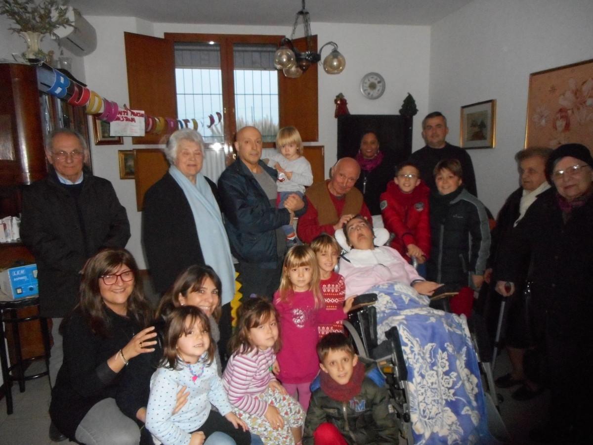 5 gennaio 2016 Un gruppo di amici e di vicini al compleanno di Cristina