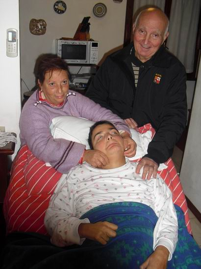 18 novembre 2010 - Sarzana - Romano Magrini, Cristina e Rosaria Paduano, vicina di casa e volontaria