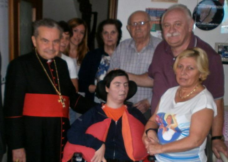 21 settembre 2012 Il Cardinale Carlo Caffarra in visita a Barbara Ferrari in casa con famigliari e amici