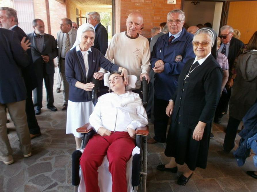 4 ottobre 2012-consegna ufficiale di Casa Cristina - Cristina con suor Stefania Vitali e consorella. Le suore sono dell' Istituto Maestre Pie dove Cristina ha frequentato le scuole medie