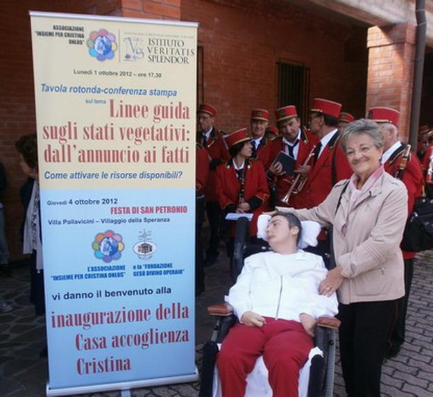 4-ottobre 2012 - consegna ufficiale di Casa Cristina - Cristina con la sua maestra delle elementari sig.ra Dagnini