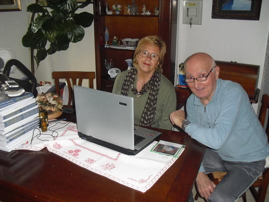 18 marzo 2011 A casa di Cristina. Paola Malavolti e Romano Magrini mentre guardano questo sito.
