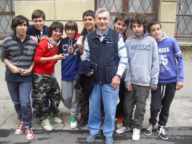 15 aprile 2011 Collegio San Luigi. Faustino Quaresmini con studenti della terza media del Collegio San Luigi.