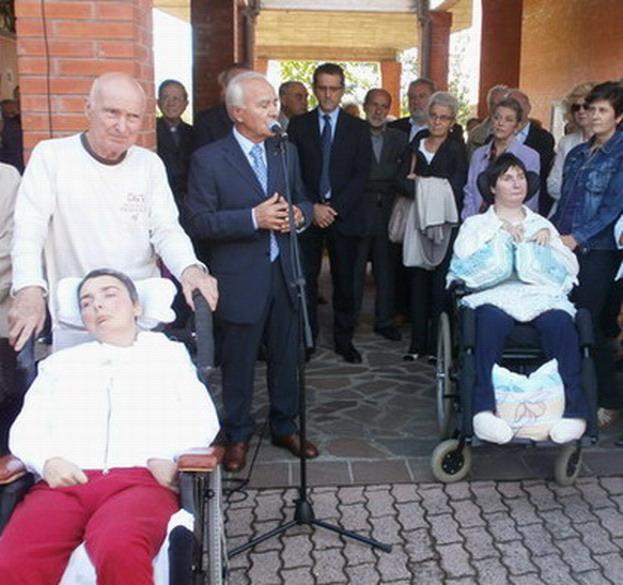 4 ottobre 2012 - consegna ufficiale di Casa Cristina. Il Presidente dell'Associazione 'INSIEME PER CRISTINA ONLUS' Gianluigi Poggi interviene per presentare l'associazione promotrice dell'iniziativa.