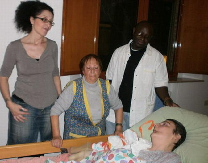26 ottobre 2012 Alcuni degli operatori che svolgono servizio a domicilio garantito da ausl per alzata e messa a letto di Cristina ,ogni giorno, tutti i giorni.