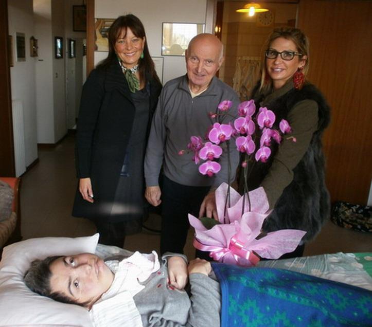 21 novembre 2012 Due amiche di Cristina, Silvia Cocchi e Emy Pizzoli, sono andate a visitarla, portandole del fiori bellissimi.