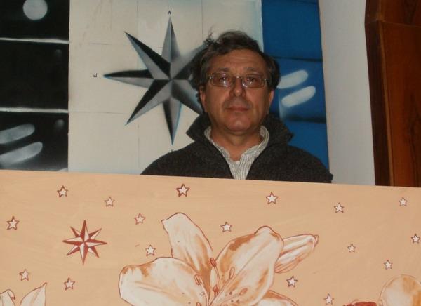 22 ottobre 2011. Il pittore Leonardo Santoli con il quadro dipinto per Cristina.