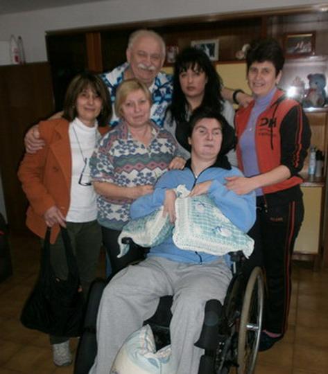 10 aprile 2013, Cento (Fe). Barbara compie 40 anni. Nell'immagine insieme al papà, alcune amiche di famiglia