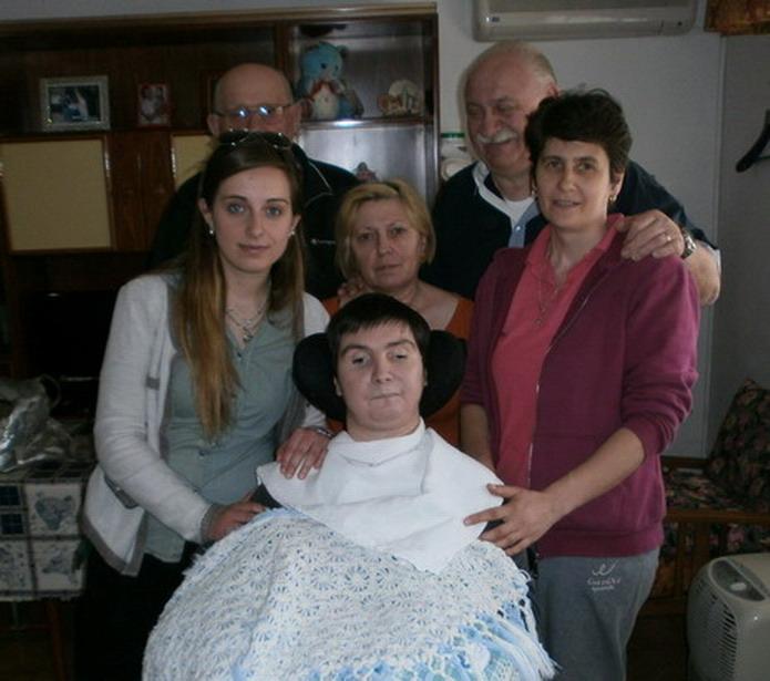 1 giugno 2013 Cento (Fe) Eleonora Gregori Ferri,autrice del IV libro della collana '' Se mi risvegliassi domani? '' incontra Barbara Ferrari e la sua famiglia.