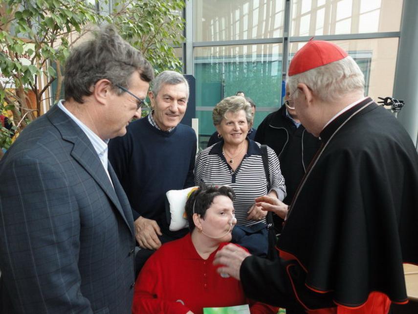 Lecco, 7 giugno 2013. Il cardinale Scola ha fatto visita a La Nostra Famiglia di Bosisio Parini (Lecco) in occasione dei 50 anni di fondazione del Centro di Accoglienza. In quell'occasione il Cardinale ha incontrato Moira. nella foto oltre al Cardinale la mamma, il papà di Moira ed Enrico Viganò