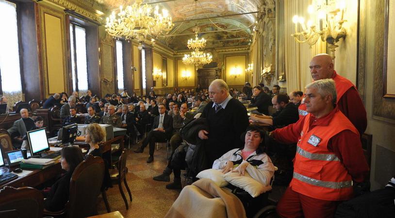 5 dicembre 2011 Cerimonia della consegna dell'atto ufficiale che sancisce la cittadinanza onoraria di Bologna a Cristina Magrini. Anche Barbara Ferrari amica di Cristina è fra il pubblico.