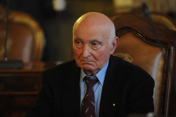 5 dicembre 2011 Cerimonia della consegna dell'atto ufficiale che sancisce la cittadinanza onoraria di Bologna a Cristina Magrini. Papà Romano Magrini molto coinvolto dall'avvenimento.