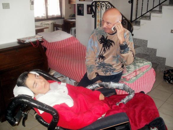 5 gennaio 2012 , Sarzana - Papà Romano riceve gli auguri per il 46° Compleanno di Cristina .