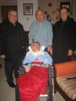 19 gennaio 2012, Sarzana.Cristina e il papà Romano con il vicario della carità monsignor Antonio Allori e monsignor Fiorenzo Facchini