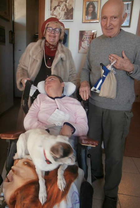 5 gennaio 2015. Bologna. Cristina con il papà Romano e l amica Maria, a Villa Pallavicini