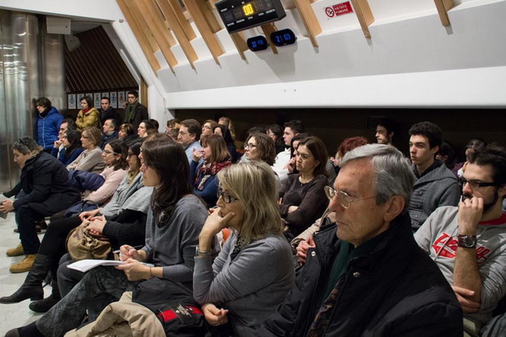 Venerdì 27 febbraio 2015 Pesaro - Presentazione del libro ''L'amore basta?''. Un pubblico attento, con una numerosa presenza di giovani